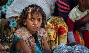 Un enfant attend un dépistage nutrionnel à Wajirat, au sud du Tigré, en Éthiopie.