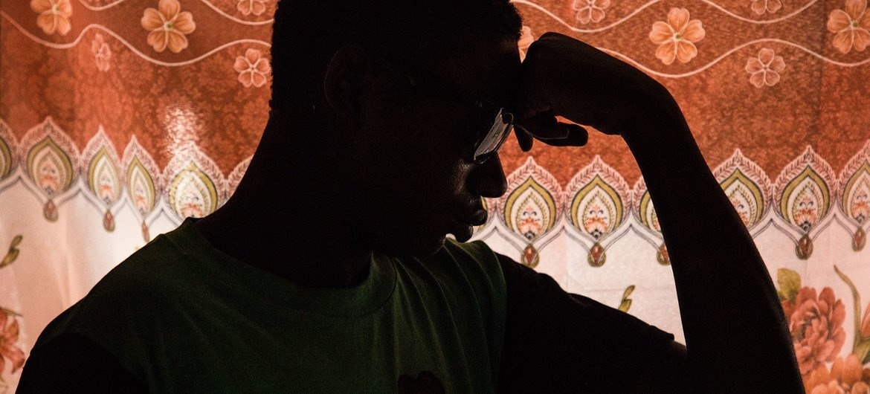 Um menino de 16 anos se recupera em um centro de reabilitação na República Democrática do Congo para crianças que foram sequestradas e forçadas a combater