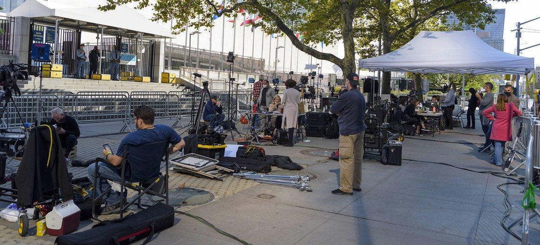 在一般性辩论的第一天,记者们在联合国总部外等候。