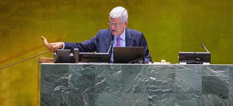 فولكان بوزكير رئيس الدورة الخامسة والسبعين للجمعية العامة للأمم المتحدة، في قاعة الجمعية العامة.