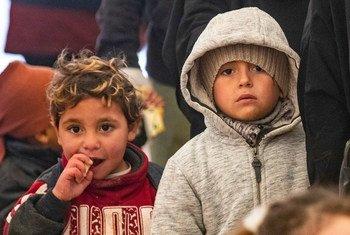 في الطقس البارد تزداد احتياجات الأطفال المستضعفين في مخيم الهول شمال شرق سوريا.