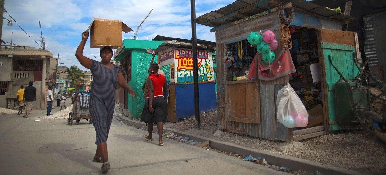 يجري رسم خرائط رقمية للمناطق المجاورة في بورت أو برنس، هايتي، لتحديد المعدلات العالية للإصابة بفيروس نقص المناعة البشرية.