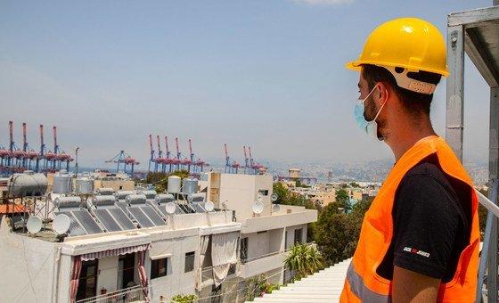 قدم برنامج الأمم المتحدة الإنمائي دعما لجهود إعادة الإعمار بما في ذلك تركيب ألواح الطاقة الشمسية.