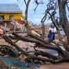 Estas niñas se encuentran fuera de su escuela, destrozada, a orillas del lago Tanganica, en la República Democrática del Congo.