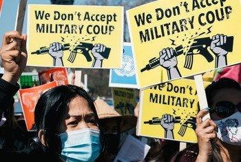 美国华盛顿的白宫外举行的一场反对缅甸军事政变的示威活动。