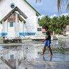 L'archipel de Tuvalu dans l'océan Pacifique est menacé par la hausse du niveau de la mer liée au changement climatique.