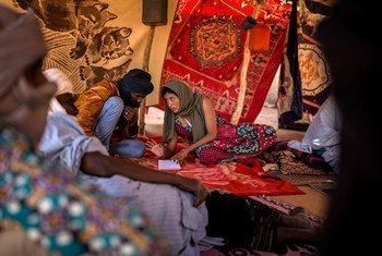 一名联合国人权官员调查马里梅纳卡地区的侵犯人权行为。