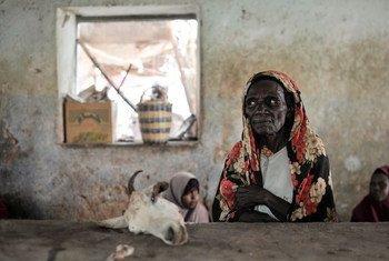 Mkazi wa Somalia akiuza nyama sokoni Hudur, ambako uhaba wa chakuna unaendelea kuwatesa