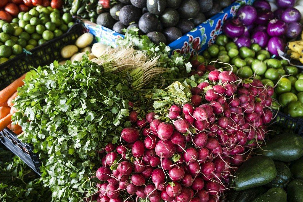 世卫组织建议每人每天摄入400可水果和蔬菜,作为整体健康饮食的一部分。