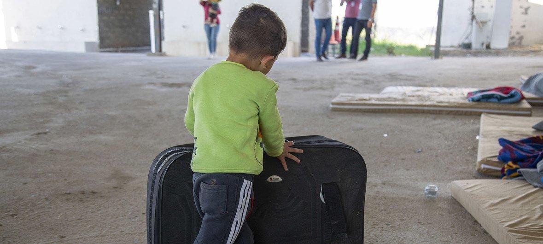 Un enfant dans un centre d'accueil dans le village de Sahela, en Iraq, où 182 Syriens sont assistés par l'OIM après avoir franchi la frontière (octobre 2019).