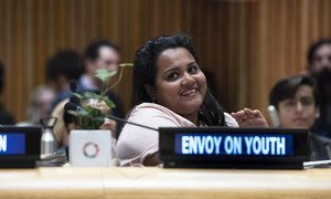 युवा जलवायु शिखर वार्ता को संबोधित करती यूएन की युवा दूत जयाथमा विक्रमानायके.