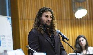 Jason Momoa, ator e ativista defensor dos oceanos, discursa na Reunião de Alto Nível sobre Pequenos Estados Insulares em Desenvolvimento.