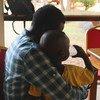 Baba na mtoto wake baada ya kukutanishwa Juba, wiki tisa baada ya kutoweka katika kisa ambacho alifariki mama yake Isebi, Sudan Kusini.