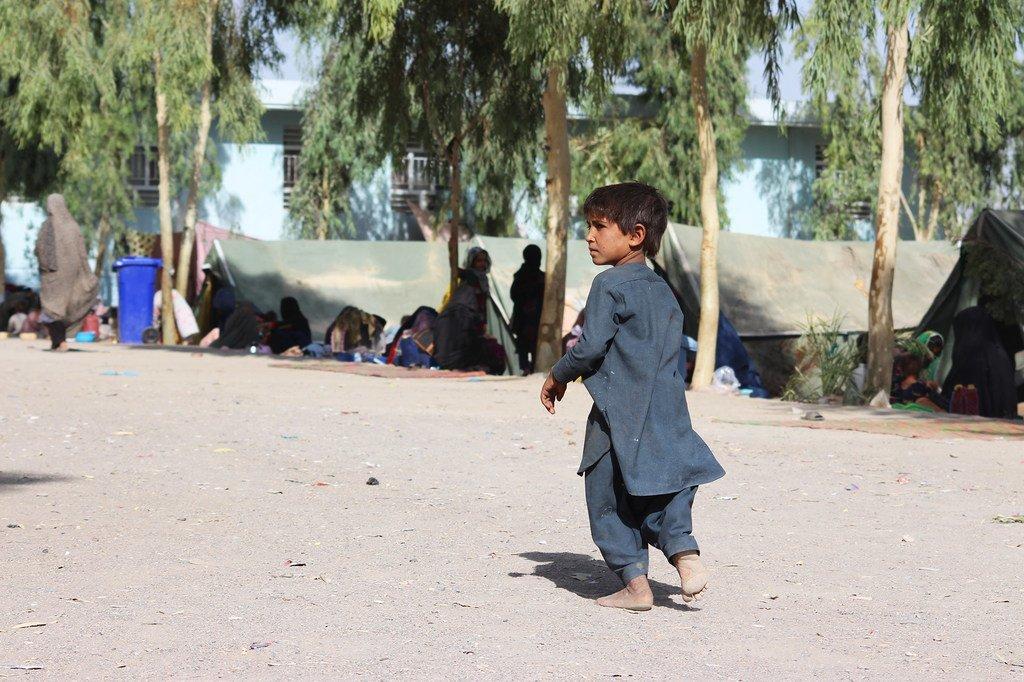 Niños viviendo en el campamento de desplazados de Haji, en la provincia afgana de Kandahar.