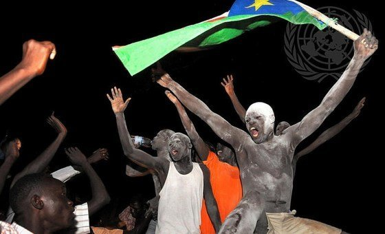 Wananchi wa Sudan Kusini wakishangilia uhuru wa nchi yao 9 Julai 2011.