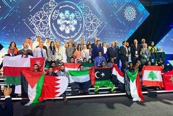 صورة جماعية للمشاركين في مسابقة رالي العرب للابتكار التي أقيمت في البحرين في نوفمبر 2019.
