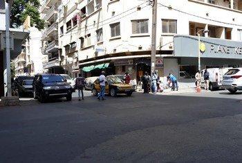A Dakar, au Sénégal, au lendemain du couvre-feu instauré face au coronavirus, l'avenue Lamine Guèye est quasiment vide.