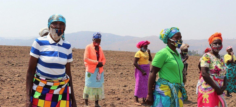 Mulheres em área rural de Angola