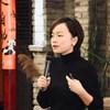 """Психиатр Цзянь Лили во время вспышки COVID-19 запустила бесплатную """"горячую линию"""" психологической поддержки. Во многих странах возможности оказания психиатрической помощи далеко отстают от потребностей в ней."""