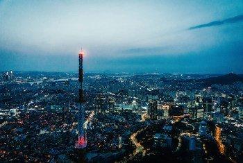 Vue sur la ville de Séoul, capitale de la Corée du Sud, la nuit.
