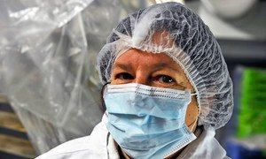 En France, une employée de cuisine d'un hôpital