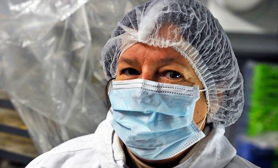 फ़्राँस के एक अस्पताल की रसोई में मरीज़ों के लिये भोजन तैयार किया जा रहा है.
