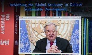 Le Secrétaire général de l'ONU António Guterres participe à une table ronde virtuelle sur la relance de l'économie pour promouvoir le développement durable.