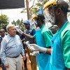 O secretário-geral da ONU, António Guterres, visita o centro de tratamento de ebola em Mangina, no leste da República Democrática do Congo.