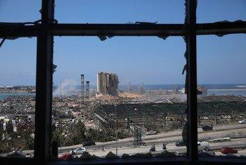 Les restes de gigantesques silos à grans après l'explosion qui a dévasté le port de Beyrouth, au Liban.