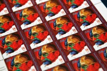 Estampillas de Gandhi creadas por el correo postal de la ONU para el Día Internacional de la No Violencia.
