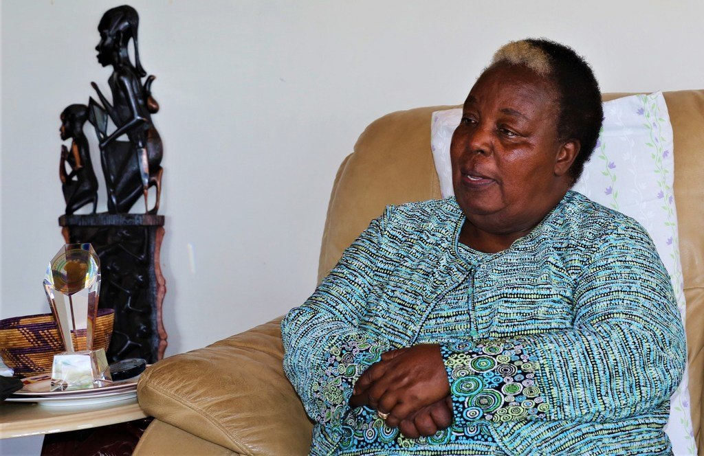 Getrude Mongela, Katibu Mkuu wa mkutano wa 4 wa kimataifa wa wawanake uliofanyika Beijing, China mwaka 1995.Hapa alikuwa anahojiwa na Stella Vuzo wa UNIC Dar es salaam.