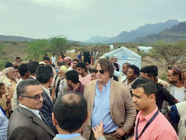 यमन के लिये रैज़ीडेण्ट कोऑर्डिनेटर और मानवीय समन्वयक डेविड ग्रेस्ले (मध्य).