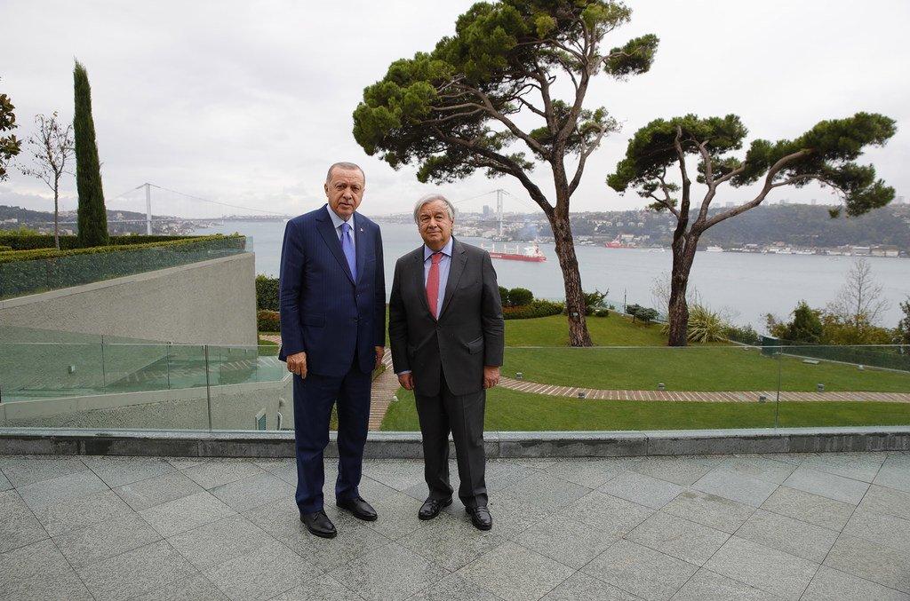 Rais wa Uturuki Recep Tayyip Erdoğan (kushoto) na Katibu Mkuu wa Umoja wa Mataifa António Guterres walipokutana Istanbul, Uturuki. (01 Novemba 2019)