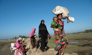 Des réfugiés rohingyas fuient le Myanmar vers la province de Cox's Bazar, au Bangladesh.