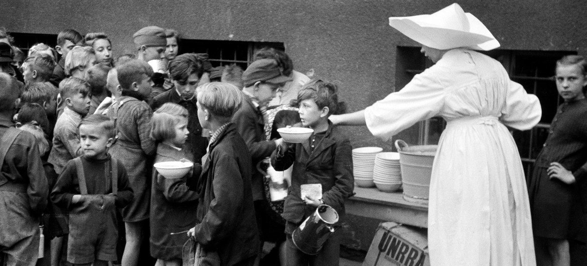The UN Relief and Rehabilitation Administration (UNRRA) organized the sending of food products to countries devastated by the Second World War.
