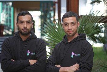 مؤسسو تطبيق طب فاكت محمد غنيم (يمين) وعبد الرحمن أحمد (يسار)