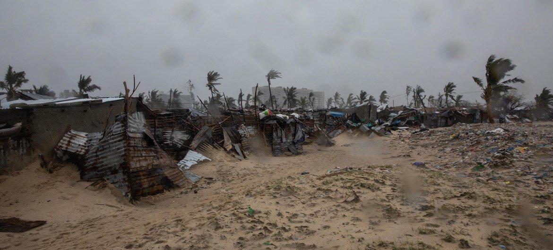 Cena de destruição no bairro da Praia Nova, cidade da Beira, após o ciclone tropical Eloíse