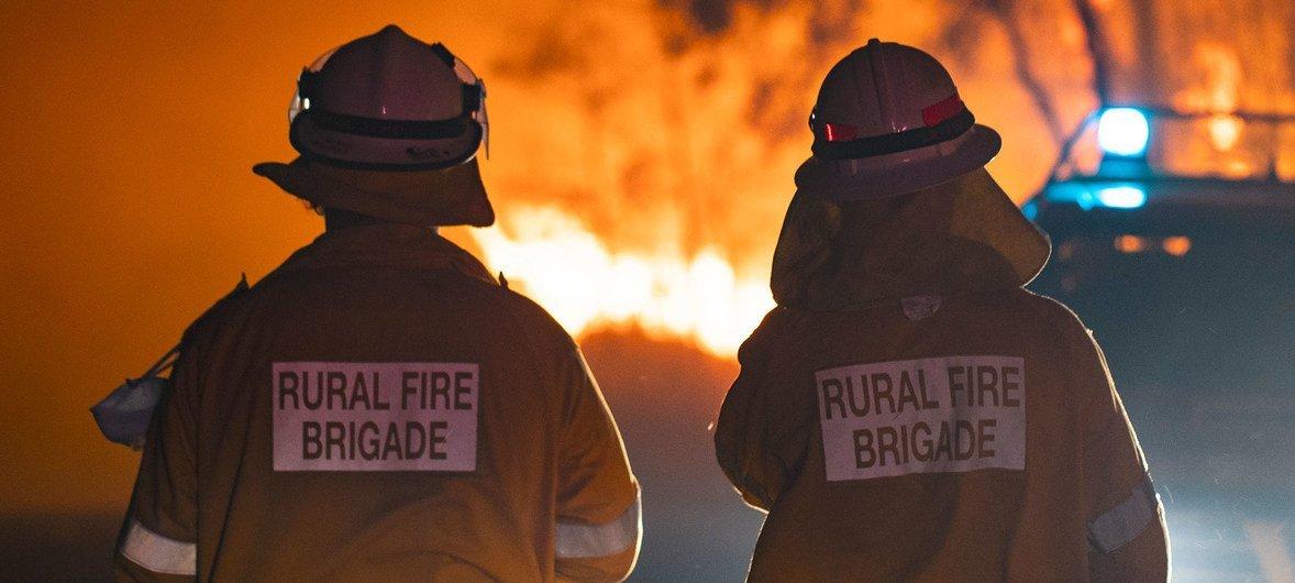 Fumaça dos incêndios baixou de forma severa a qualidade do ar em toda a regiãosudeste da Austrália