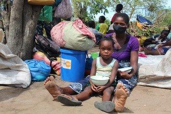 Equipes do Unfpa viajaram para o distrito do Buzi, com o Governo de Moçambique e parceiros, para apoiarem famílias afetadas por ciclones em centros de reassentamento