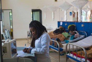 Pacientes em quimioterapia em um hospital em Ruanda