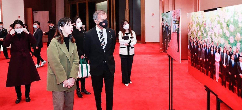 联合国驻华协调员常启德参观上海展览中心。