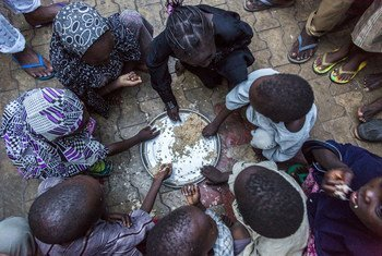 Internally displaced children from Dikwa in Borno state, Nigeria, having their evening meal at the house of their host. (file photo)