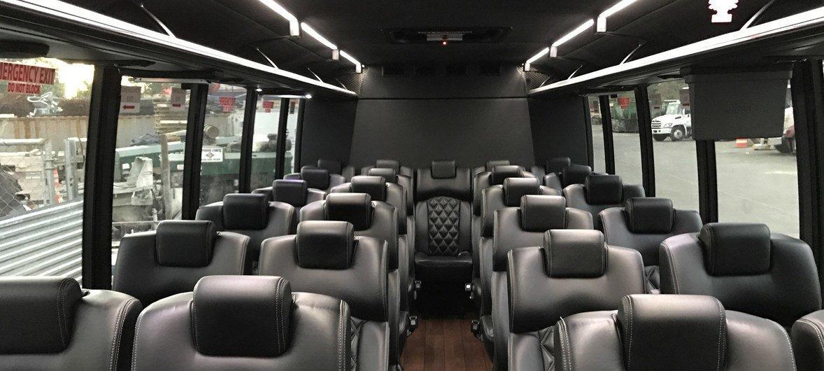 新冠疫情期间空荡荡的旅游车