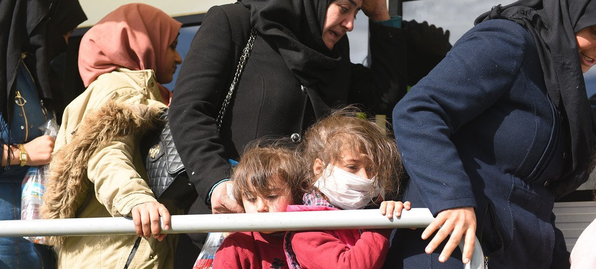 """Соблюдение физической дистанции для беженцев, по словам Генсека ООН, - """"непозволительная роскошь"""". Эти сирийские беженцы, так же как и десятки миллионов остальных, подвержены серьезному риску заразиться COVID-19"""