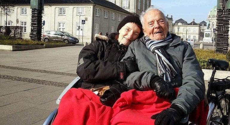 Thorkild (derecha) durante un paseo por Copenhague, Dinamarca.