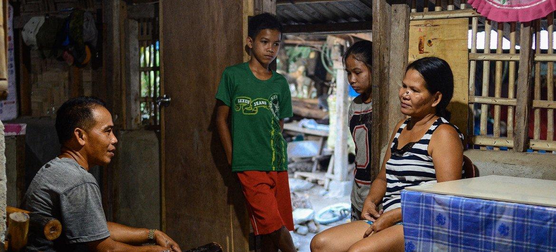 菲律宾南哥打巴托省科罗纳达尔市的一个家庭。