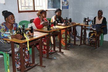 联合国支持性剥削和性虐待受害者信托基金支持刚果民主共和国的妇女接受缝纫等职业培训。