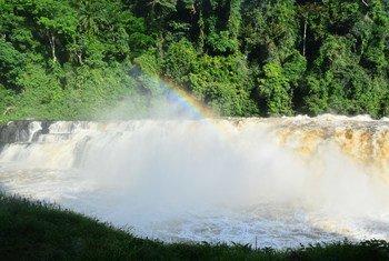 位于加蓬弗朗斯维尔的普巴拉瀑布。