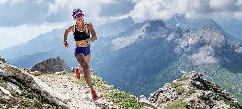 A ultramaratonista brasileira Fernanda Maciel participa da campanha #TheHumanRace