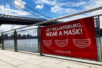 Un mensaje pidiéndole a las personas que utilicen mascarillas en Nueva York, Estados Unidos.